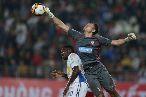 Đặng Văn Lâm hiện là thủ môn chơi tốt nhất ở V-League. Ảnh: Quang Minh