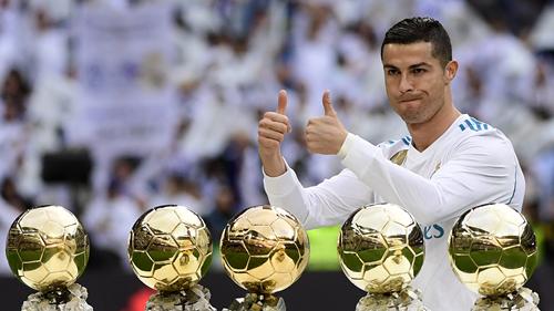 Ronaldo hiện là cầu thủ giàu thành tích cá nhân nhất, với năm lần đoạt Quả Bóng Vàng. Ảnh: AP.