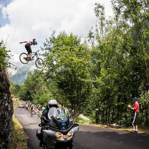 山地赛车者飞越环法自行车赛队