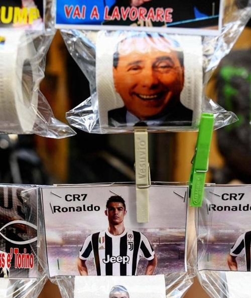Cựu Thủ tướng Italy, Berlusconi cũng được in trên hình giấy vệ sinh.
