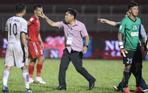 CLB SHB Đà Nẵng chịu tổn thất lớn sau trận thua ngược TP HCM 2-4. Ảnh: Đức Đồng.