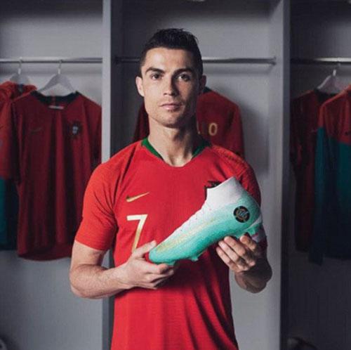 Một bức ảnh quảng cáo giày của Ronaldo. Ảnh: Instagram.