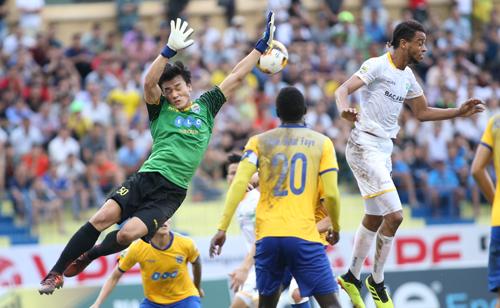 Ngay trước khi lên hội quân cùng Olympic Việt Nam, Tiến Dũng cùng các đồng đội thất thủ 2-3 trước SLNA ở bán kết lượt đi Cup Quốc gia.