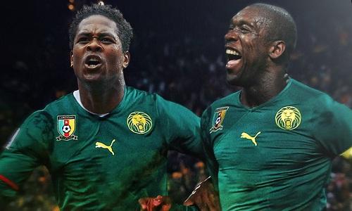 Seedorf và Kluivert cùng huấn luyện đội tuyển Cameroon. Ảnh: Bleacher Report.