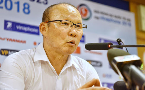 HLV Park Hang-seo cho biết sau thành công của giải U23 châu Á, ông và các học trò chịu nhiều áp lực. Toàn đội phải nỗ lực đá tốt ở mọi sân chơi để đáp ứng kỳ vọng của người hâm mộ, để được tiếp tục yêu mến. Ảnh: Giang Huy
