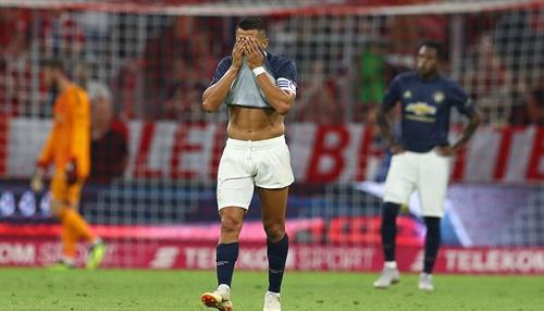 Sanchez thất vọng khi lưới De Gea bị rung lên. Ảnh: Reuters.