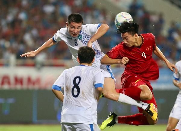 Việt Nam và Uzbekistan cống hiến trận đấu quyết liệt vượt xa tính chất giao hữu. Ảnh: Lâm Thỏa.