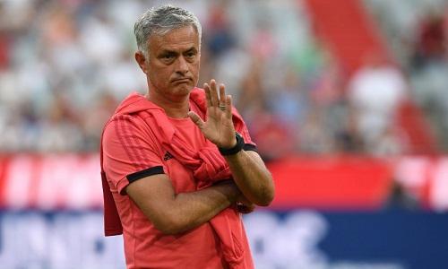 Mourinho đứng trước một mùa giải khó khăn. Ảnh: Reuters.