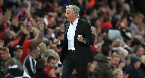 Niềm vui của Mourinho khi có chiến thắng đầu tiên. Ảnh:Empics Sport.