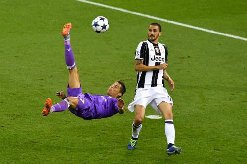 Bonucci từng là nạn nhân của Ronaldo. Ảnh: Reuters.