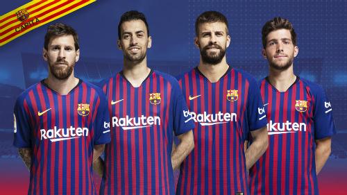 Messi (trái) trở thành đội trưởng chính thức của Barca. Ảnh: FCB.