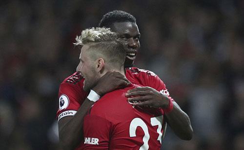 Pogba và Luke Shaw là hai cầu thủ mang về chiến thắng đầu tiên cho Man Utd ở mùa giải mới. Ảnh: AP.