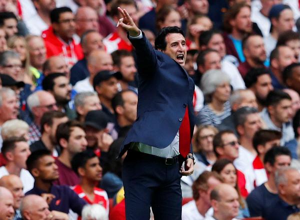 HLV Emery đứng trước mùa giải nhiều khó khăn khi cần thời gian xây dựng lối chơi và đáp ứng mục tiêu thành tích. Ảnh:Reuters.
