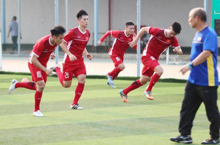 HLV Park Hang-seo cùng các học trò đề ra mục tiêu đứng đầu bảng D, nơi có Nhật Bản, Pakistan và Nepal. Ảnh: Đức Đồng