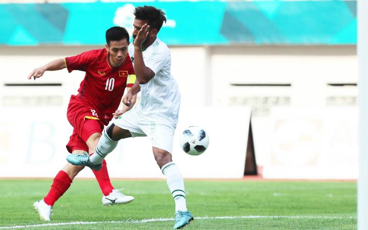 Tiền đạo Văn Quyết có một bàn thắng đẹp mắt trong chiến thắng 3-0 của Olympic Việt Nam trước Olympic Pakistan. Ảnh: Đức Đồng.