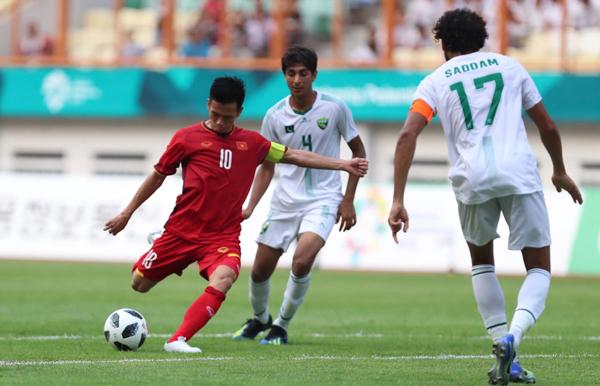 Hàng thủ Pakistan thi đấu non nớt, giúp Việt Nam có chiến thắng đậm. Nhưng nhiều học trò của HLV Park Hang-seo đã chơi dưới sức trong trận này. Ảnh: Đức Đồng.