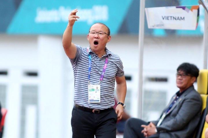 HLV Park Hang-seo không hài lòng khi các cầu thủ bỏ lỡ nhiều cơ hội trong trận thắng Palestine 3-0 chiều 14/8. Ảnh: Lâm Thoả