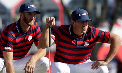 Johnson (trái) và Koepka là hai người có phong độ ấn tượng nhất của tuyển Ryder Cup năm nay. Ảnh: Golf.com.