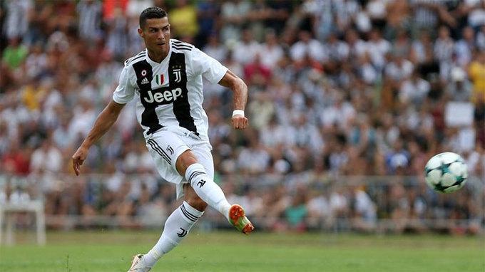 <p> <strong>Ronaldo từ Real về Juventus</strong>. Vụ chuyển nhượng Ronaldo không chỉ lớn về mặt giá trị (117 triệu đôla) mà còn gây tiếng vang về hình ảnh. Từ khi ''Ro béo'' gia nhập Inter Milan năm 1997, Serie A mới lại đón một cầu thủ tầm cỡ. Sự xuất hiện của Ronaldo lập tức nâng Serie A lên một tầm mới ngang với Ngoại hạng Anh và La Liga, hai giải vốn thu hút phần lớn khán giả hàng chục năm qua. Không chỉ vậy, Ronaldo còn là niềm hy vọng để Juventus chinh phục Champions League.</p>