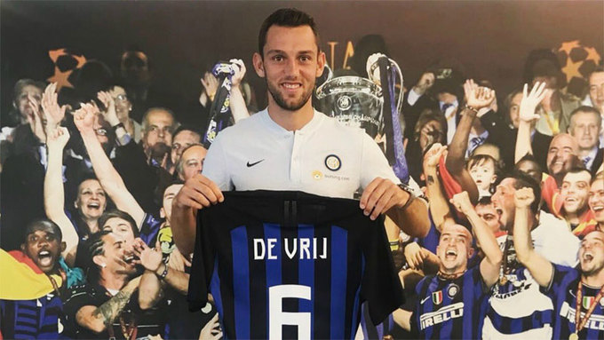 <p> <strong>Stefan De Vrij từ Lazio sang Inter</strong>. Trung vệ người Hà Lan là một bổ sung chất lượng khác cho hàng thủ Inter. Vrij từng có nhiều năm kinh nghiệm thi đấu tại Serie A và sẽ không mất nhiều thời gian để hòa nhập.</p>