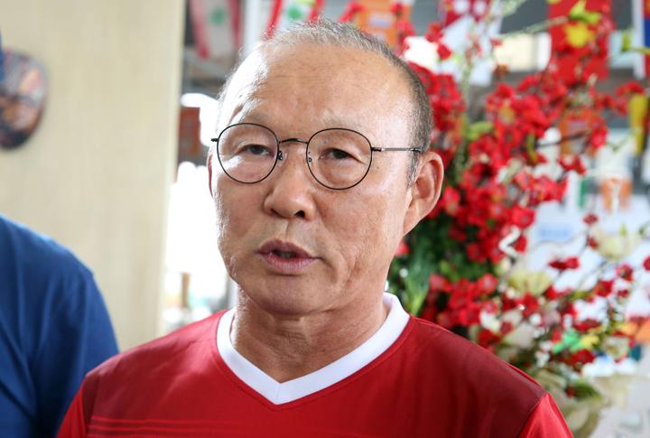 HLV Park Hang-seo cho biết đã nghiên cứu rất kỹ đối thủ Nepal và chuẩn bị nhiều phương án thi đấu cho Việt Nam trong trận đấu ngày 16/8 tới. Ảnh: Lâm Thỏa