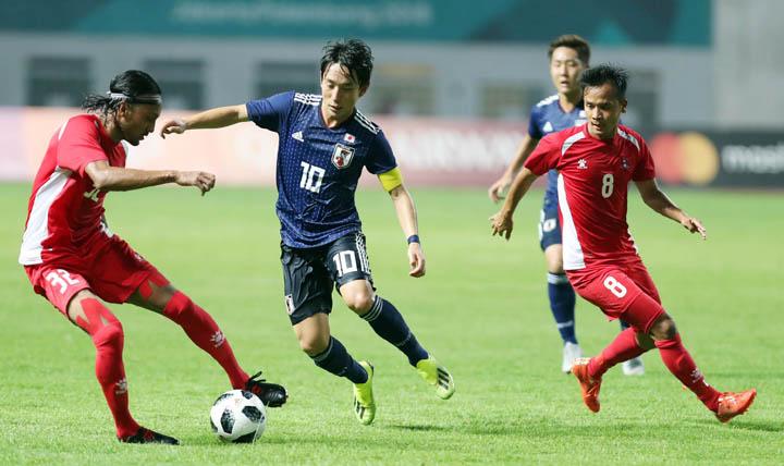 Nepal chơi tử thủ trong trận thua Nhật Bản 0-1 ngày 14/8. Ảnh: Đức Đồng