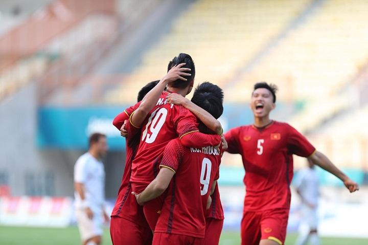 Việt Nam sẽ vượt qua vòng bảng trước một lượt trận nếu đánh bại Nepal. Ảnh: Đức Đồng.