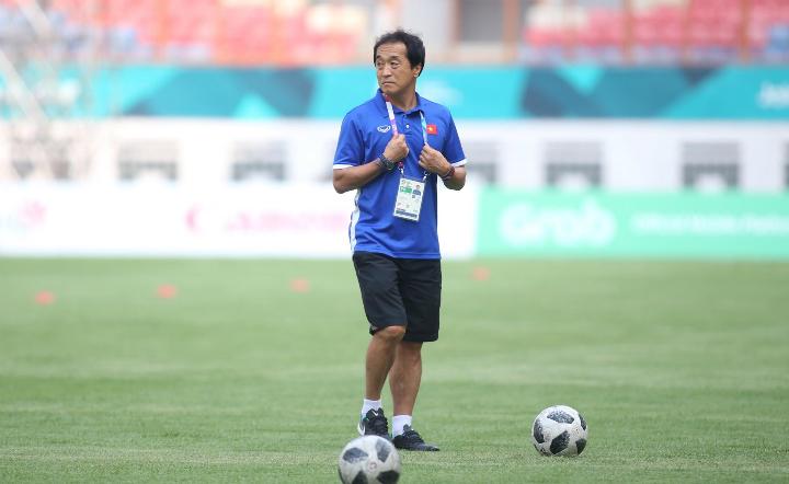 Ông Lee Young-jin là trợ lý đắc lực của HLV Park. Ông từng dẫn dắt CLB Daegu thi đấu tại K-League, Ảnh: Lâm Thỏa.