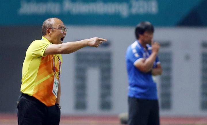 HLV Park Hang-seo đã sớm thua thập video về Nhật Bản, cùng đội ngũ ban huấn luyện phân tích đối thủ. Ảnh:Lâm Thỏa.