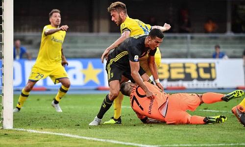 Ronaldo chưa thể có bàn thắng đầu tiên tại Serie A. Ảnh: AFP.