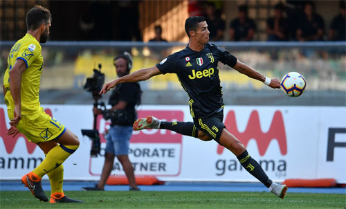Ronaldo gây được không ít nguy hiểm và chỉ thiếu một chút chính xác. Ảnh: Reuters