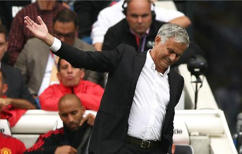 Sự thất vọng của HLV Mourinho trước màn trình diễn của Man Utd. Ảnh:Empics Sport.