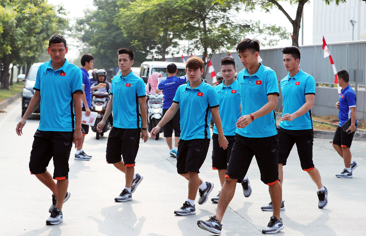 Các cầu thủ Olympic Việt Nam trong hôm nay sẽ di chuyển đến địa điểm thi đấu vòng 1/8 với Bahrain. Ảnh: Đức Đồng.