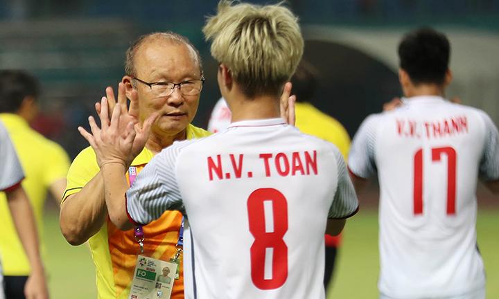 HLV Park Hang-seo muốn cùng Việt Nam vượt qua Hàn Quốc để vào chung kết. Ảnh: Đức Đồng.