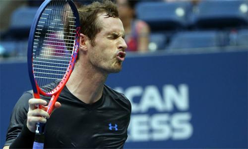 Andy Murray nhiều lần tỏ ra thất vọng vì không đủ thể lực đua bóng bền với đối thủ 34 tuổi. Ảnh: Sky Sports.