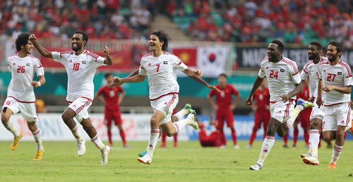 UAE thắng Việt Nam 4-3 trong loạt sút luân lưu sau khi hòa 1-1 trong 90 phút. Ảnh: Đức Đồng.