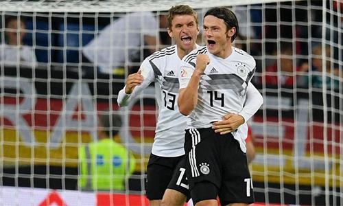 Schulz (số 14) ghi bàn ngay trận đầu khoác áo tuyển Đức. Ảnh: DPA.