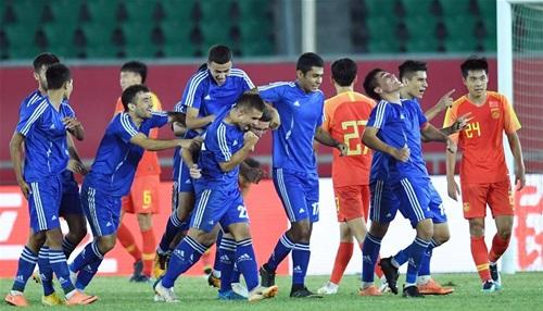 Uzbekistan mừng bàn thắng ghi vào lưới Trung Quốc ở giải U21 quốc tế vừa kết thúc ở Vân Nam hồi đầu tháng 9. Ảnh: Xinhua.