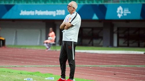 Người tiền nhiệm của Hiddink, HLV Massimiliano Maddaloni bị chỉ trích tơi bời khi để Trung Quốc dừng bước ở Asiad 2018 ngay từ vòng 1/8. Ảnh: VCG.