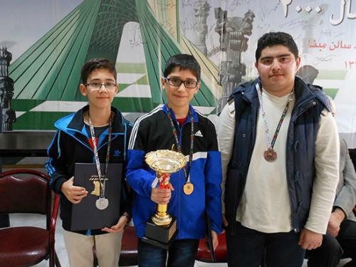 Maghsoodloo (phải) và Firouzja (giữa) đang giúp thế giới biết đến nền cờ vua Iran. Ảnh: Chessbase.