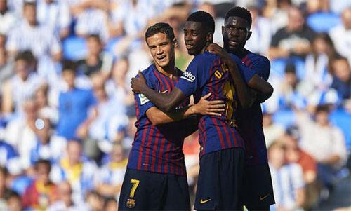 Dembele (giữa) bắt đầu chứng minh giá trị với Barca.