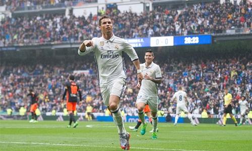 Khi còn chơi cho Real, Ronaldo từng ghi không ít bàn vào lưới Valencia. Ảnh: Reuters