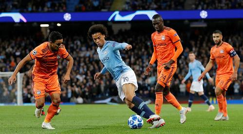 Sự xuất hiện của Leroy Sane giúp Man City tấn công đột biến hơn trong hiệp hai. Ảnh:Reuters.