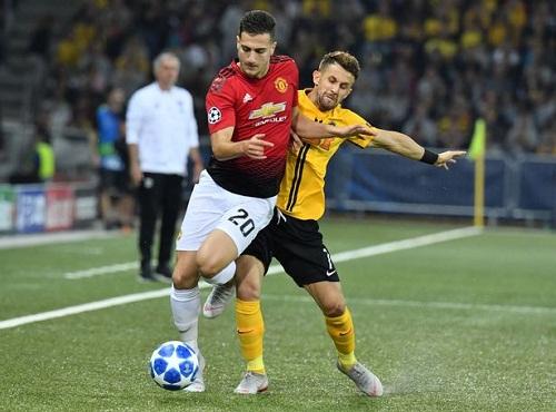 Hậu vệ Diogo Dalot có trận ra mắt Man Utd. Cựu cầu thủ Porto đá thay vị trí của Antonio Valencia. Ảnh: AFP.