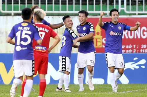 Hà Nội đánh bại HAGL ở cả hai lượt trận tại V-League 2018, 5-0 trên sân nhà và 5-3 trên sân khách.