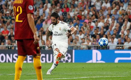 Real như biến Roma thành đối thủ để đá tập trong suốt trận đấu. Ảnh: Reuters