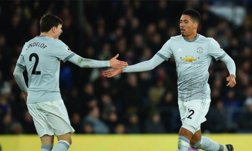 Lindelof và Smalling là lựa chọn của Mourinho cho các trận gần đây.