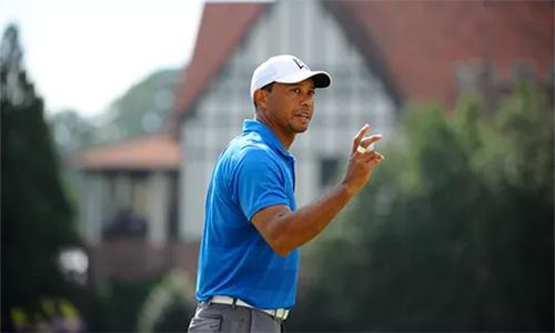 Woods chơi lạnh lùng và hiệu quả trong bảy hố đầu, tạo thế chủ động trong cả vòng. Ảnh: USA Today.