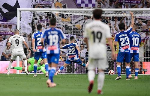 Real gặp khó về số cơ hội và cách dứt điểm trước khung thành Espanyol. Ảnh: Reuters