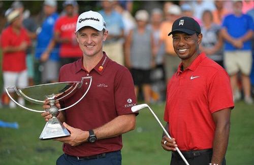 Năm thứ hai liên tiếp, khán giả được chứng kiến hai nhà vô địch trong sự kiện PGA Tour cuối cùng của năm. Rose (trái) vô địch FedEx Cup còn Woods đăng quang tại Tour Championship.